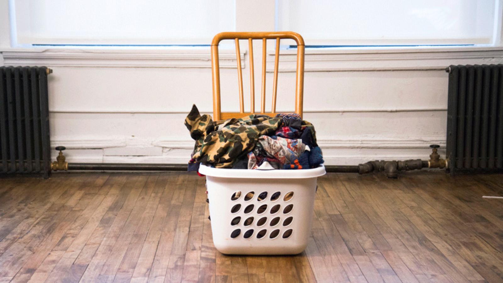 sitzen nur bei schmutziger w sche doppelfunktionsstuhl. Black Bedroom Furniture Sets. Home Design Ideas