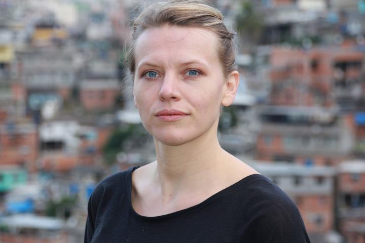 favela pt.2 julia