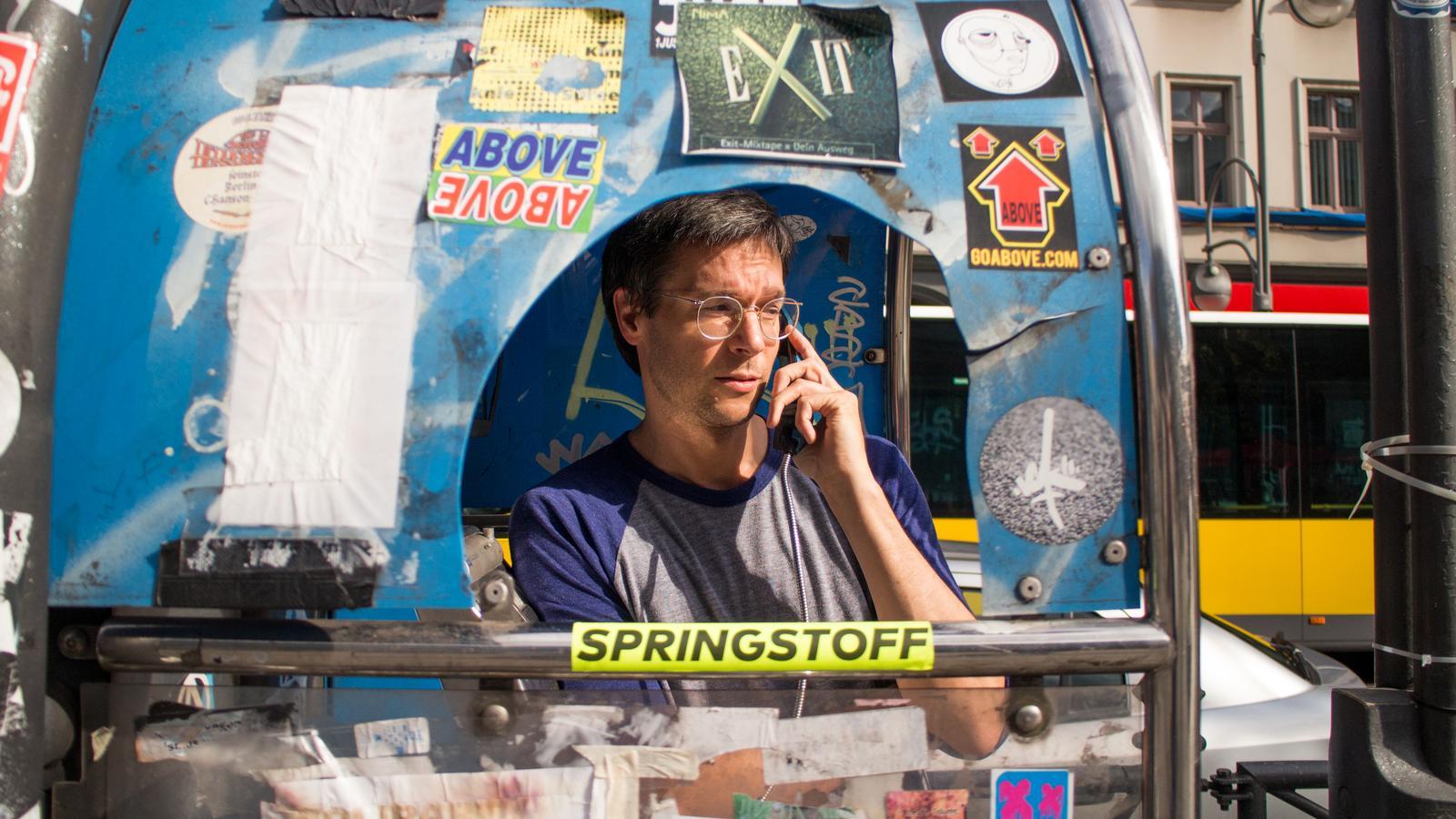 Roman Flügel 01 telefonzelle