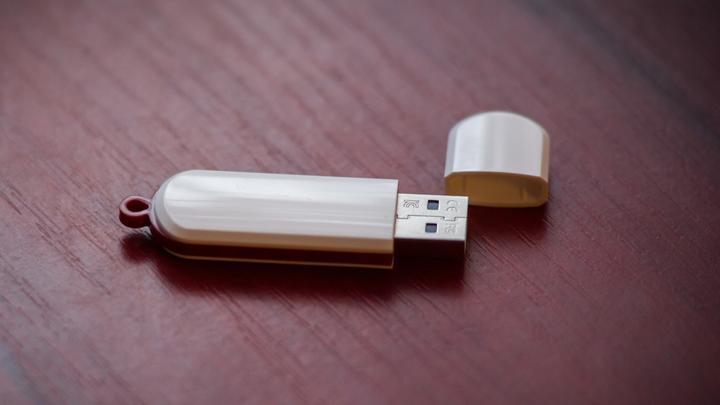 LL-14022016-Nordkorea-USB