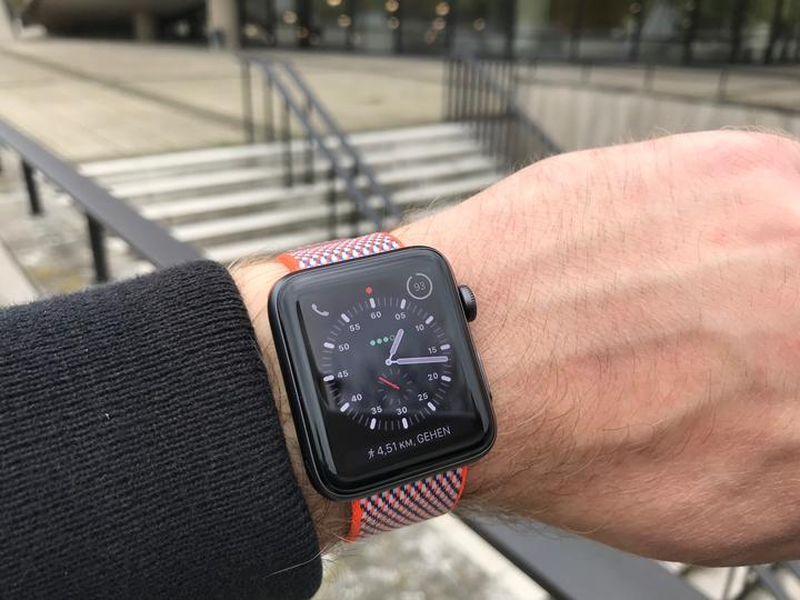 Review Apple Watch Series 3 Closeup 01