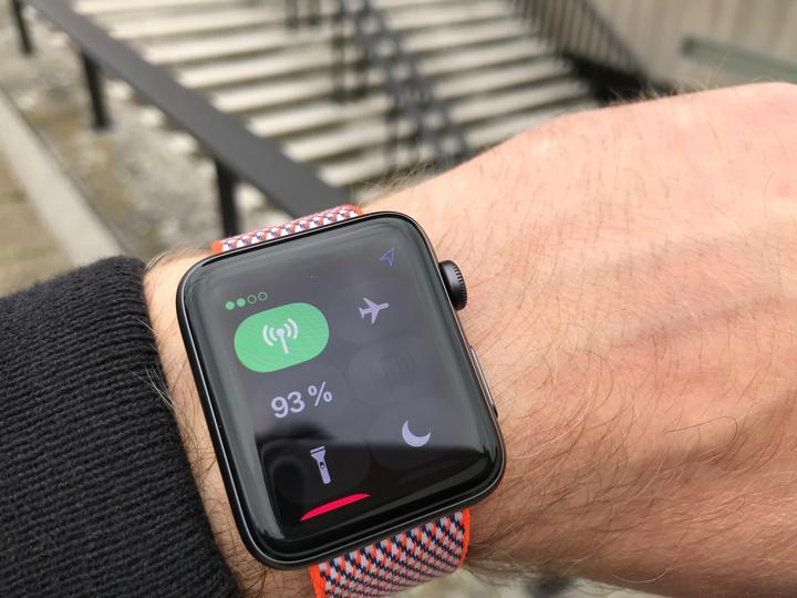 Review Apple Watch Series 3 Closeup 02