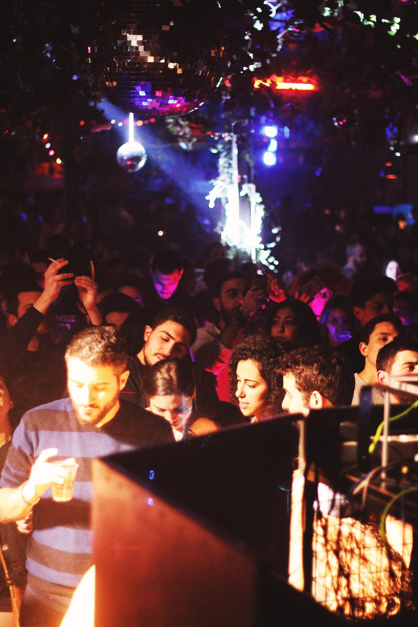 Beirut Grand Factory Crowd bunt