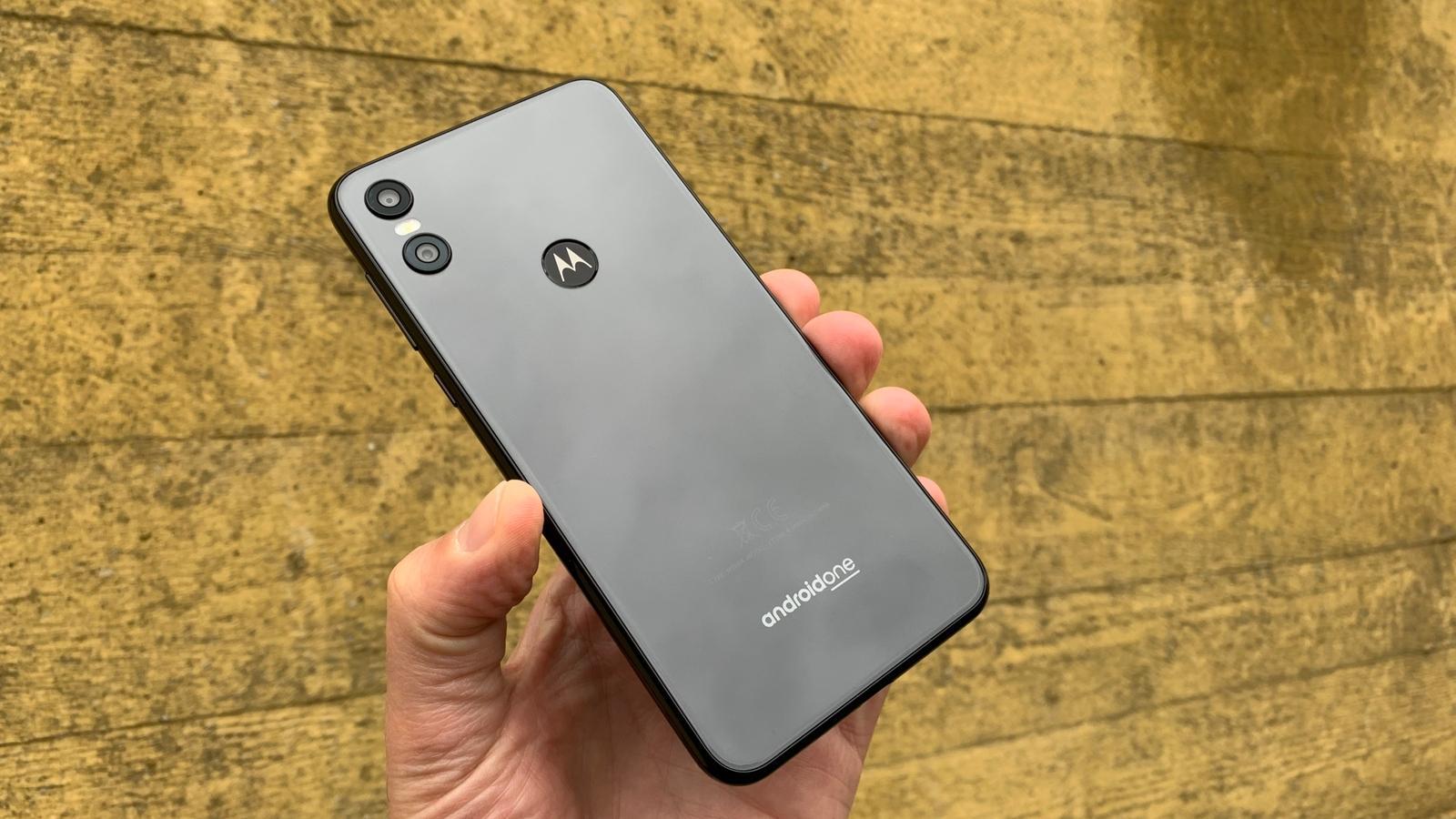 Motorola One 05