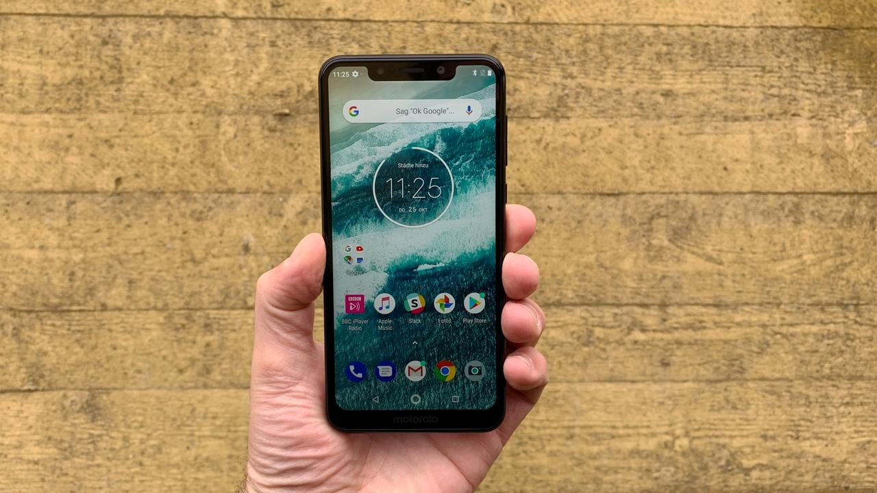 Motorola One lede