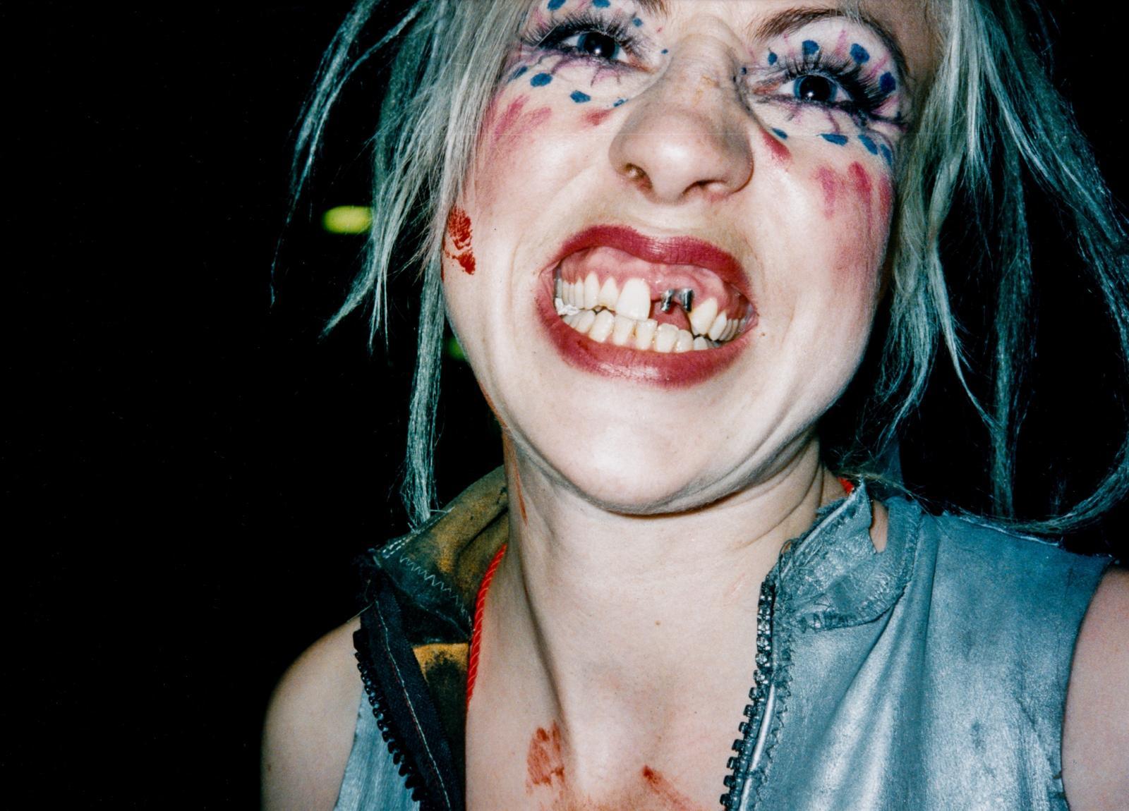 Zeitmaschine Zahnlose Musikerin