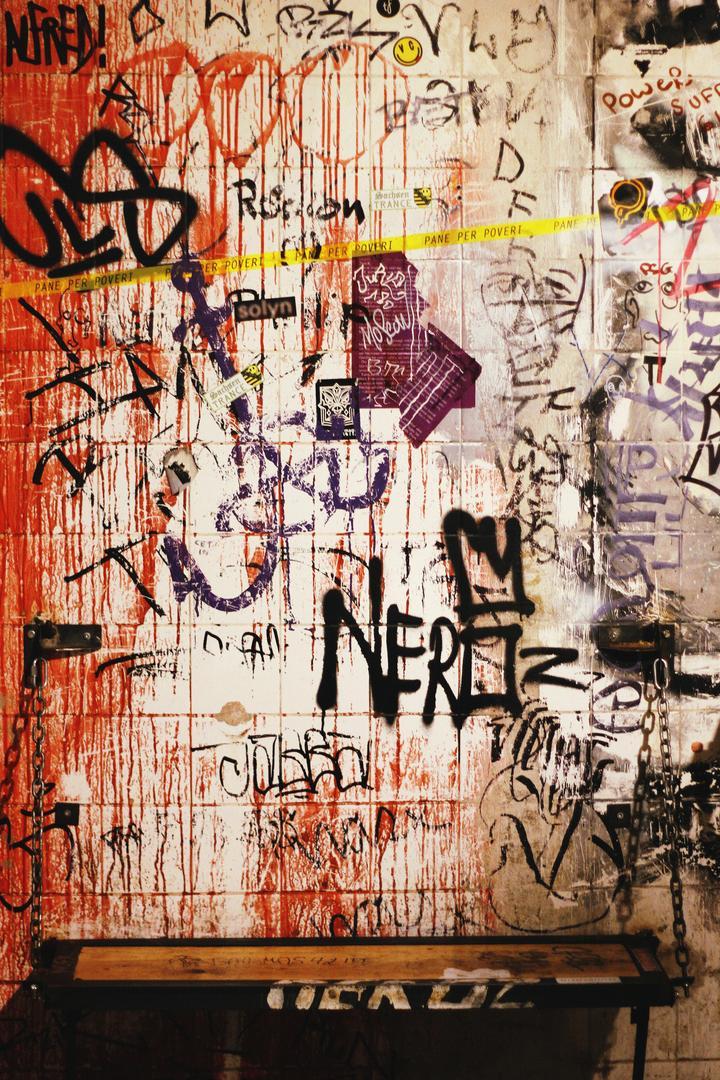 Zur Klappe Wand