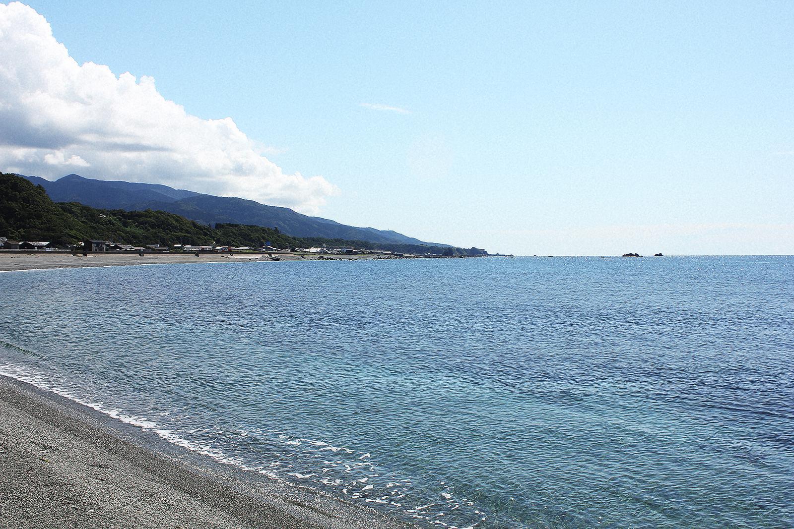 Sado Nyuzaki Beach
