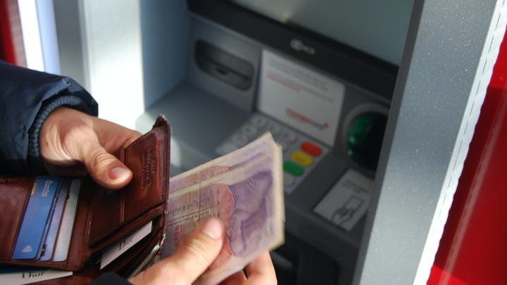 LL08032020-Geldautomat