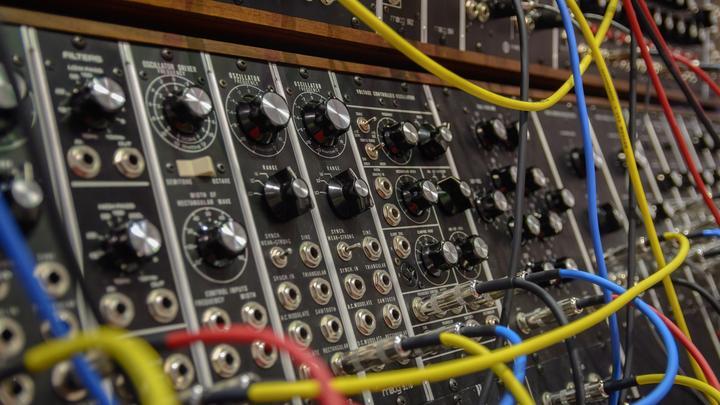 LL-20032021-Moog Synthesiezer